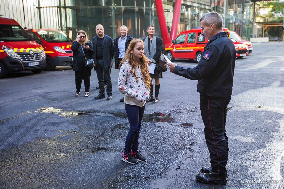 Angela une fillette de 9 ans pompier