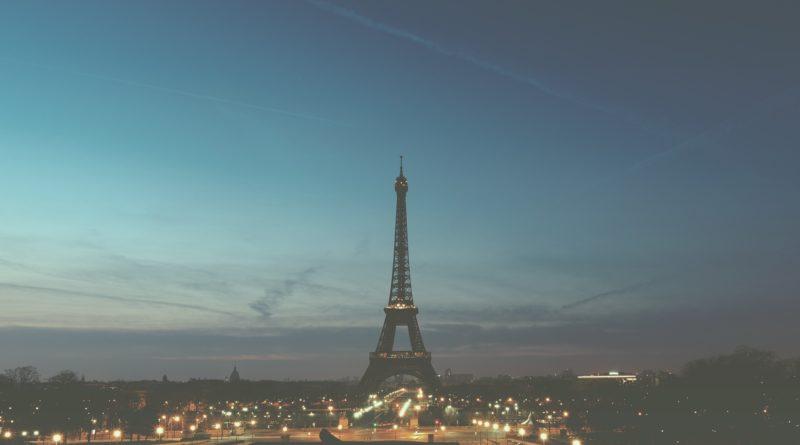 La Tour Eiffel éteinte lundi soir en hommage aux victimes de l'attentat en Somalie